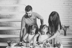 Kinder, die mit Spielwaren spielen Fantasie, Kreativitätskonzept Lizenzfreies Stockbild