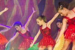 Kinder, die modernen Tanz tanzen lizenzfreies stockfoto