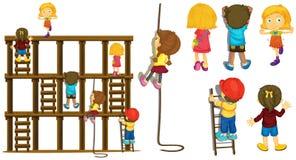 Kinder, die oben Leiter und Seil klettern lizenzfreie abbildung