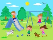 Kinder, die am Park spielen Stockfoto