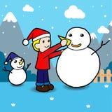 Kinder, die Schneemann errichten Der Junge gelegt auf den Schnee Lizenzfreies Stockbild