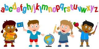 Kinder, die Schule-Zubehör anhalten Stockfotos