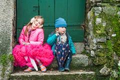 Kinder, die Spaß draußen haben Lizenzfreies Stockbild