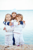 Kinder am Strand Stockbild