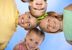 Kinder, die Spaß zusammen haben Lizenzfreies Stockbild