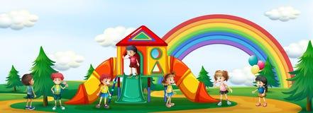 Kinder, die am Spielplatz spielen lizenzfreie abbildung