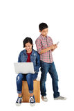 Kinder, die Technologie einsetzen Stockbilder