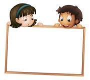 Kinder, die Vorstand zeigen Stockfotografie