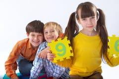 Kinder, die Zahlen erlernen Stockbilder