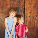 Kinder draußen Lizenzfreie Stockfotografie
