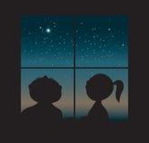 Kinder in einem Fenster Stockbilder