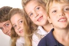 Kinder in einer Zeile Stockbilder