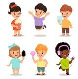 Kinder eingestellt Nette spielende, laufende und springende Kinder Lizenzfreie Stockfotos