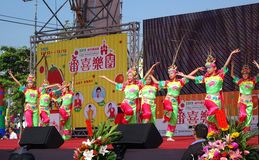 Kinder führen einen traditioneller Chinese-Tanz durch Lizenzfreies Stockbild