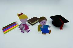 Kinder gehen zu schulen, Konzeptatelieraufnahme stockbild