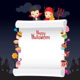 Kinder in Halloween-Kostüm mit Nachtisch auf Fahne Stockfotografie