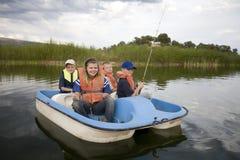 Kinder im Boot Lizenzfreies Stockbild