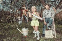 Kinder im Garten Lizenzfreies Stockbild