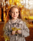 Kinder im Herbstpark Lizenzfreie Stockfotos
