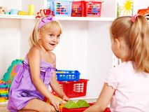 Kinder im Kindergarten. stockbilder