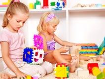 Kinder im Kindergarten. lizenzfreies stockbild