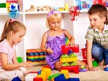 Kinder im Kindergarten. lizenzfreies stockfoto