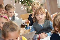 Kinder im Klassenzimmer Lizenzfreies Stockbild