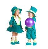 Kinder im Kostümkobold, St Patrick Tag Lizenzfreies Stockfoto