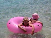 Kinder im Meer Stockbild