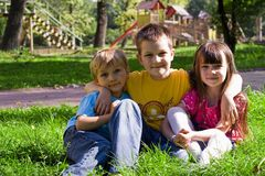 Kinder im Park Lizenzfreies Stockfoto