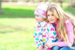 Kinder im Park Stockbilder