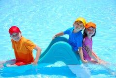 Kinder im Pool Stockfotografie