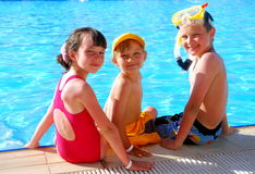 Kinder im Pool Lizenzfreie Stockfotos