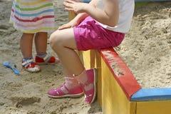 Kinder im Sandkasten Lizenzfreies Stockfoto