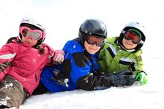 Kinder im Schneegang Stockbild