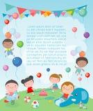 Kinder im Spielplatz, Schablone für Werbungsbroschüre, Kinder am Spielplatz, Ihr Text, Kinder und Rahmen, Kind und Rahmen stock abbildung