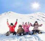 Kinder im Winter Stockfotos
