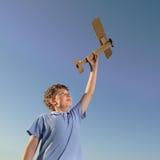 Kinder mit airplan Spielzeug Lizenzfreies Stockfoto