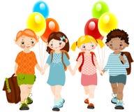 Kinder mit Ballonen. Schulekindheit. Stockbild