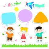 Kinder mit Blasenspracheaufkleberartdesign Stockfotos