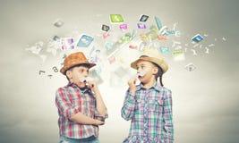 Kinder mit dem Schnurrbart Lizenzfreies Stockbild