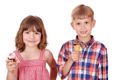 Kinder mit Eiscreme Lizenzfreie Stockfotos