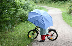 Kinder mit Fahrrad Stockfoto