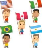 Kinder mit Flaggen vom amerikanischen Kontinent Stockfotos
