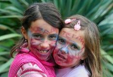 Kinder mit gemalten Gesichtern lizenzfreie stockfotos