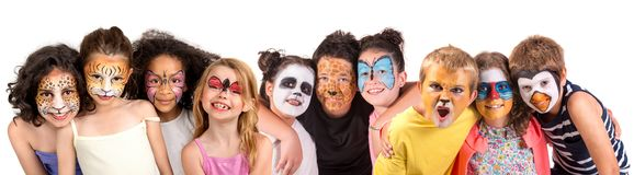 Kinder mit Gesichtfarbe lizenzfreie stockbilder