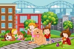 Kinder mit Haustier am Park stock abbildung
