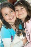 Kinder mit Katze Lizenzfreies Stockbild