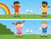 Kinder mit Papiercup-Telefon Lizenzfreie Stockfotografie