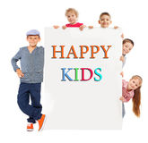 Kinder mit Schild lizenzfreie stockfotos
